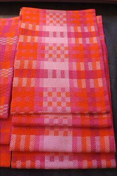 Block design with broken twill by Billie Weaver from Facebook 8 shaft weaving group