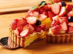 「手作りタルト」をサクサク食感にする裏ワザにびっくり!洋菓子のプロが教える「イチゴタルト」本格レシピ - dressing(ドレッシング) Sweets Recipes, Cake Recipes, Desserts, Sweet Tarts, Confectionery, Bakery, Cheesecake, Food And Drink, Easy Meals