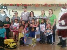 Policía Nacional entrega juguetes a hijos de agentes en Santiago