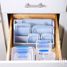 Food Storage Container Hacks Great ideas for storing food containers for all types of cupboards and drawers.Great ideas for storing food containers for all types of cupboards and drawers. Diy Kitchen Storage, Kitchen Cabinet Organization, Kitchen Decor, Kitchen Pantry, Kitchen Ideas, Storage Cabinets, Kitchen Cleaning, Cabinet Decor, Dark Cabinets