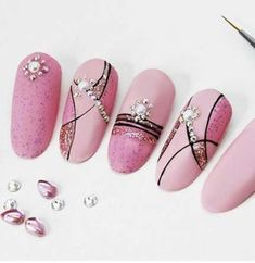 23 Great Yellow Nail Art Designs 2019 - The most beautiful nail designs Line Nail Art, Cool Nail Art, Manicure Nail Designs, Nail Manicure, Simple Nail Designs, Nail Art Designs, Yellow Nail Art, Lines On Nails, Wedding Nails Design