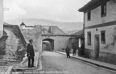 1914.Portal de la Rochapea. Pamplona, Portal, Old Photography, Antique Photos, Cities, Historia, Fotografia