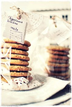 Inspiration Lane   Bake Cookies and Attach the Recipe for a Cute and Easy Holiday Gift (Home Baking Cookies)