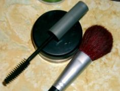 Natural Homemade Mascara - add equal parts activated charcoal and aloe vera gel to clean mascara container and voila!