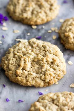The best OATMEAL COOKIE Recipe! Soft and chewy cookies! This is an easy cookie recipe that is perfect for your Christmas cookie tray! Simple and delicious oatmeal cookies! Brownie Desserts, Oreo Dessert, Mini Desserts, Just Desserts, Oat Cookie Recipe, Oatmeal Cookie Recipes, Easy Cookie Recipes, Baking Recipes, Dessert Recipes