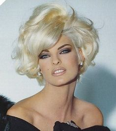 Blonde Hair Color Ideas For Summer Discover Linda Evangelista Linda Evangelista - Born and raised in Canada. One of the top 5 supermodels in the Today she do a lot of charity work. Linda Evangelista, Boxie Cut, Modelos Fashion, Short Blonde, Big Hair, Big Short Hair, Great Hair, Cute Hairstyles, Curly Hair Styles