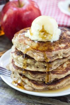 These apple pancakes are light & fluffy like your favorite buttermilk pancake recipe. Then they're filled with cinnamon and brown sugar - so they taste like apple pie in pancake form.Perfect for fall! Tasty Pancakes, Buttermilk Pancakes, Pancakes And Waffles, Pancakes Cinnamon, Banana Pancakes, Brunch Recipes, Breakfast Recipes, Dessert Recipes, Breakfast Time