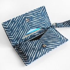 DIY Cell Phone Wristlet pattern with good step by step