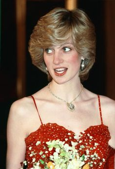 Diana, Princess Of Wales, Wearing A Purple Velvet Sleeveless Evening. News Photo - Getty Images Lady Diana Spencer, Princess Diana Fashion, Princess Diana Pictures, Princess Diana Tiara, Sophie Marceau, Princesa Diana, Julia Roberts, Meg Ryan, Marylin Monroe