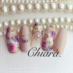 春flower. &アクセサリーbijou. nail♡ 春は華やかなネイルがしたくなりますね♪ #手描きflower Instagram → yochan4.nail #シェル #ビジュー #カラフル #フラワー #デート #オールシーズン #女子会 #春 #パステル #ピンク #ラメ #ジェルネイル #チップ #YokoShikata♡キアラ #ネイルブック