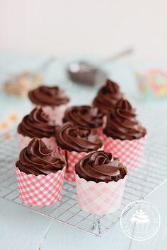 Pullahiiren leivontanurkka: Sunnuntain suklaamuffinssipäivä 18.10.2015 / Chocolate cupcake day 10/18/2015 Mini Cupcakes, Candy, Baking, Sweet, Desserts, Food, Birthday, Ideas, Tailgate Desserts