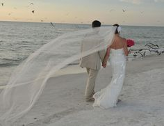 Let the sea set you and your loved one free! Destination weddings in Florida are truly one of a kind!
