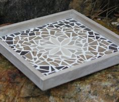 Dienblad met mozaiëkpatroon.