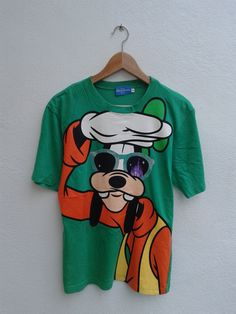 feb on sale vintage walt disney goofy funny cartoon big graphic printed mickey mouse vtg t-shirt Disney Shirts For Family, Shirts For Teens, Couple Shirts, Walt Disney, Disney Pixar, Camisa Retro, Cartoon T Shirts, 90s Shirts, Painted Clothes