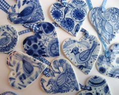 Aren't these the perfect Christmas ornament for the blue and white lover! They are handpainted Delft porcelain by Harriet Damave. Click HE...