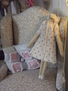 work hopjes 64 t / m 69 | Minimaakje.jouwweb.nl - how to make a shabby chic doll for the dollhouse