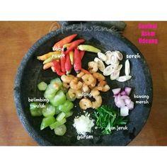Resep Sambal Ganja a. Indonesian Sambal Recipe, Indonesian Cuisine, Indonesian Recipes, Asian Recipes, Mexican Food Recipes, Healthy Recipes, Indian Pickle Recipe, Sauce Recipes, Cooking Recipes