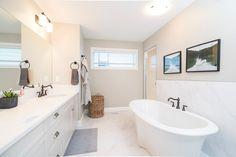 Circular Ceiling Light, Discount Bathroom Vanities, Feng Shui Bathroom, Bathroom Wallpaper, House Smells, Led Ceiling Lights, Bathroom Renovations, Corner Bathtub, Modern Bathroom