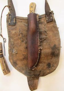 Hemp body, brain tan deer flap bag with buffalo horn. Attached wire and antler measure that holds 50 grains. One inside pocket of d. Shooting Bags, Man Gear, Longhunter, Bushcraft Gear, Powder Horn, Fur Trade, Medicine Bag, Hunting Accessories, Le Far West