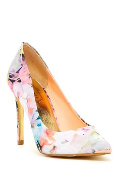 Watercolors pumps
