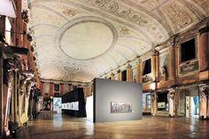 Dato che abbiamo pubblicato una foto della Sala delle Cariatidi prima del 1943 è giusto far vedere come si presenta oggi. La foto è presa dalla mostra di Picasso che è stata prorogata fino al 27 gennaio 2013.