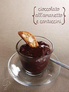 Gialla tra i fornelli: Cioccolato all'amaretto e cantuccini