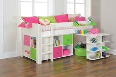 kinderzimmer kinderbett farbiges design großer aufbewahrungsraum dekokissen