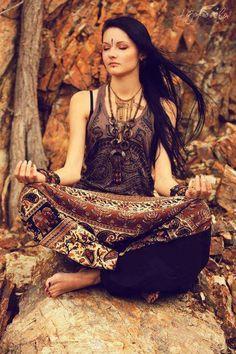 ╰☆╮Boho chic bohemian boho style hippy hippie chic bohème vibe gypsy fashion indie folk the . Gypsy Soul, Hippie Bohemian, Boho Gypsy, Hippie Style, Bohemian Style, My Style, Gypsy Life, Hippie Life, Ethnic Style