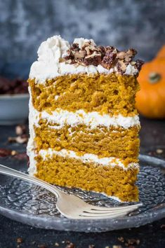 Vegan pumpkin cake with maple pecans and cinnamon buttercream - this easy to make, fluffy, moist and perfectly spiced cake is perfect for Autumn; you would never guess that it's vegan! #vegan #pumpkinspice #layercake #pumpkin Vegan Christmas, Vegan Thanksgiving, Thanksgiving Desserts, Baking Recipes, Vegan Recipes, Dessert Recipes, Cake Recipes, Drink Recipes, Tortillas Veganas