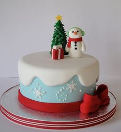 Christmas Cake Decorating Ideas Without Fondant : 1000+ images about Christmas Cake on Pinterest Christmas ...