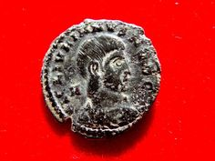 Romeinse rijk - Julian II caesar bronzen maiorina (213 g. 18 mm) geslagen in Lugdunum tussen 355-360 AD. FEL TEMP REPARATIO. CSLG.  Romeinse rijk - Julian II caesar bronzen maiorina (213 g. 18 mm) geslagen in Lugdunum tussen 355-360 AD. FEL TEMP REPARATIO. CSLG. Zeldzaam.IMP IVLIANVS NOB CAES kale gedrapeerd & cuirassed buste recht.FEL TEMP-REPARATIO Caudiverbera soldaat naar links schild op de linkerarm spearing gevallen ruiter; ruiter dragen Frygische helm draait zich naar gezicht soldaat…