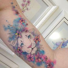 Tatuagem Leo Tattoos, Animal Tattoos, Body Art Tattoos, Sleeve Tattoos, Tattoo Art, Pretty Tattoos, Cute Tattoos, Hairstylist Tattoos, Small Watercolor Tattoo