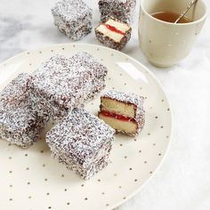 Let op, waarschuwing! Als je eenmaal van dit Lamington cake recept geproefd hebt dan kun je gewoon niet meer stoppen. Deze kidsproof cake recepten maak je….