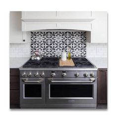 47 Cheap And Exciting Kitchen Backsplash Design Ideas. Are you renovating your kitchen and you are on a tight budget? Then it is time for you to consider a kitchen backsplash design. Kitchen Stove, Kitchen Redo, Kitchen Backsplash, New Kitchen, Backsplash Design, Tile Design, Spanish Kitchen, Cement Tile Backsplash, Awesome Kitchen
