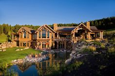 This rustic mountain retreat was designed by local architectural studio Locati Architects, located in Bridger Canyon, an area Northeast of Bozeman, Montana. Log Cabin Homes, Log Cabins, Mountain Homes, Dream House Exterior, Cabins In The Woods, My Dream Home, Luxury Homes, Beautiful Homes, Cottage