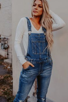Black Overalls Outfit, Overalls Women, Simple Fall Outfits, Casual Outfits, Best Stretches, Fashion Books, Shirt Shop, Midi Skirts, Autumn Winter Fashion