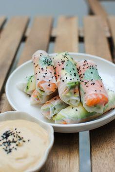 Summer Rolls (salmão, abacate e pêssego) #receitas #receitasdeverao #verao #summer #summerrolls #peixe #fruta #salmao #paralevar