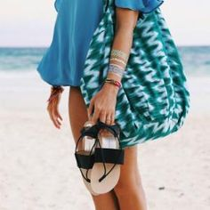 Flowy tops, shortie shorts and these darling sandals! I Love Fashion, Spring Fashion, Flowy Tops, Dress Me Up, Pretty Outfits, Beachwear, What To Wear, Summer Outfits, Hello Summer