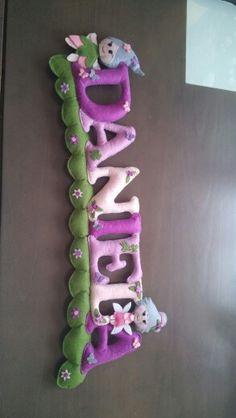 Daniela nombre fieltro Felt Name Banner, Felt Letters, Felt Crafts, Fabric Crafts, Diy And Crafts, Baby Girl Room Decor, Handmade Soft Toys, Felt Wreath, Baby Banners