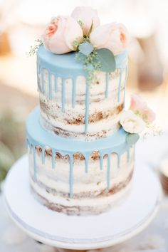 THIS is the most beautiful pie trend of the season: Drip Cakes- DAS ist der schönste Torten-Trend der Saison: Drip Cakes Naked cake with blue dripping – the latest trend among wedding cakes. Rustic and very nice! Bolo Drip Cake, Bolo Cake, Drip Cakes, Pretty Cakes, Beautiful Cakes, Amazing Cakes, Gateau Baby Shower Garcon, Cake Cookies, Cupcake Cakes