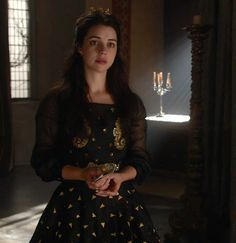 Reign 3x01, Mary in a vintage Dior top from Sielan Vintage and a custom skirt made by the Reign Costume Department