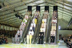 Le final du défilé Louis Vuitton printemps-été 2013 http://www.vogue.fr/mode/inspirations/diaporama/fashion-week-de-paris-les-10-images-du-jour-8/10038/image/632191
