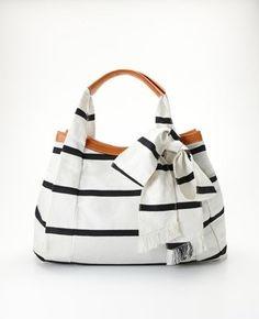 Casual and fun summer bag