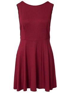 robe nelly http://nelly.com/fr/v%C3%AAtements-pour-femme/v%C3%AAtements/robes-de-soir%C3%A9e/club-l-essentials-200146/v-back-drop-arm-skater-dress-265491-3993/