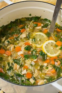 Lemon Chicken Orzo Soup - Cooking Classy Fall hits and all I want for dinner is soup! Every and any kind of soup. One of my go to soups is chicken noodle soup but I decided I wanted to try a diffe Lemon Chicken Orzo Soup, Spinach Stuffed Chicken, Detox Chicken Soup, Lemon Soup, Creamy Chicken, Grilled Chicken, Healthy Soup, Healthy Recipes, Simple Recipes