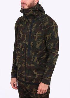 Nike Apparel Tech Fleece Camo Hoody - Green Nike Outfits, Sport Outfits, Nike Tech Fleece, Athletic Gear, Hoody, Fleece Fabric, Military Jacket, Camo, Raincoat