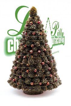 Zdjęcie w aranżacji Lilly Pilly christmas manufacturing - Deccoria. Pine Cone Christmas Tree, Alternative Christmas Tree, Christmas Tree Crafts, Christmas Projects, Christmas Wreaths, Christmas Decorations, Christmas Ornaments, Diy Christmas Fireplace, Western Christmas