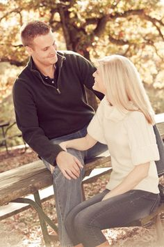 Engagement pictures, park, outdoor, Fall