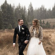 Wedding Poses Never underestimate the magic of a winter wedding! (link in bio to shop Bridal Planner, Best Wedding Planner, Plan My Wedding, Wedding Planning, Dream Wedding, Wedding Fur, Wedding Poses, Blue Wedding, Wedding Dresses