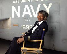 A trajetória da primeira mulher negra a pilotar um avião da Marinha dos EUA · AERO Magazine